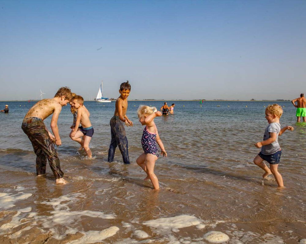 zwemmen-tholen-strand